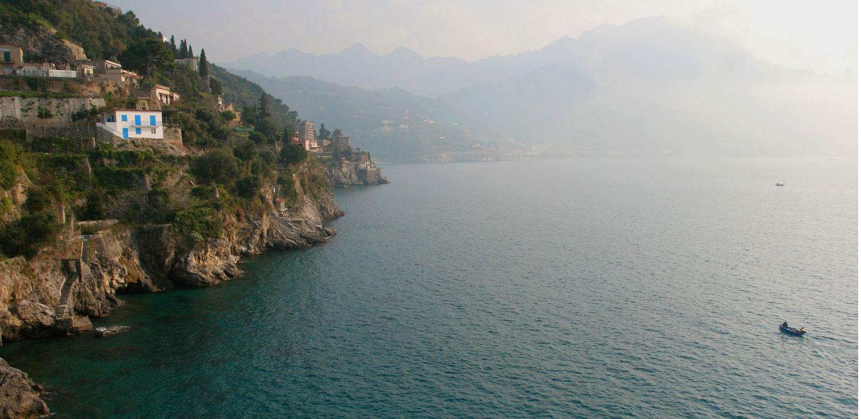 Lever de soleil sur la côte amalfitaine