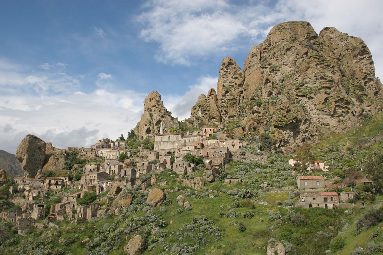 Le village de Pentedattilo, Calabre