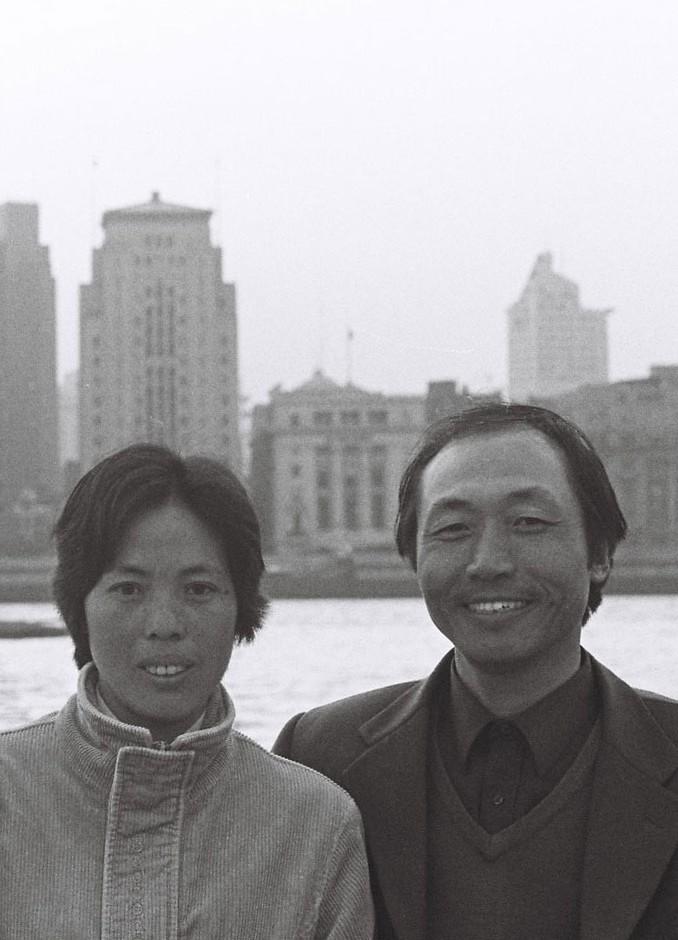 Couple posant devant le Bund