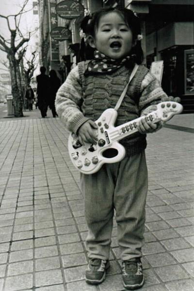 Jeune fille sur Huaihai Lu, Shanghai (Chine)