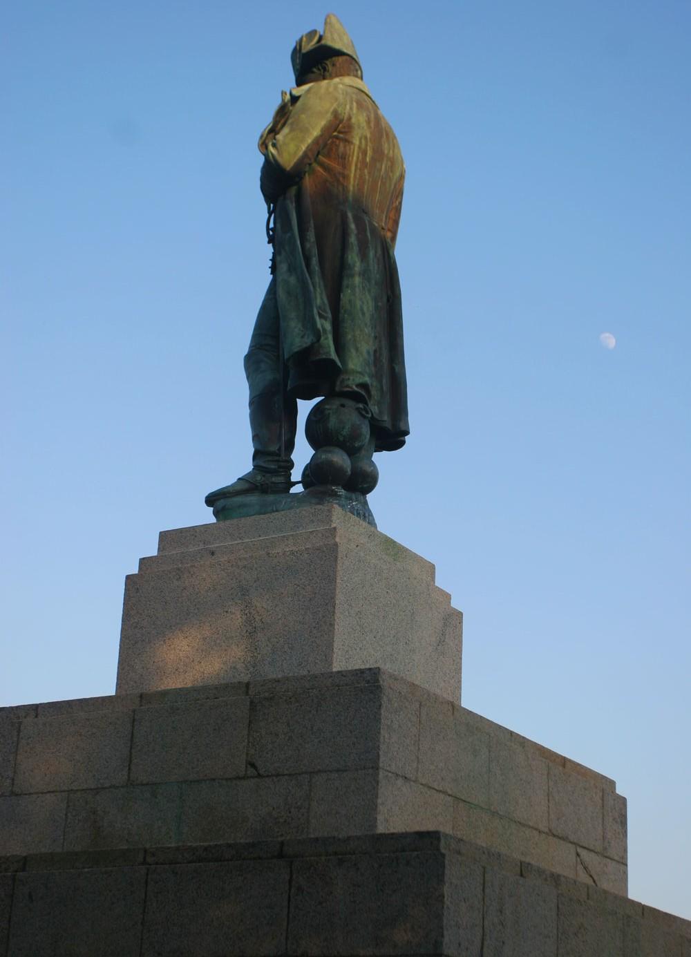 Lever de lune sur la statue de Napoléon 1er, Ajaccio